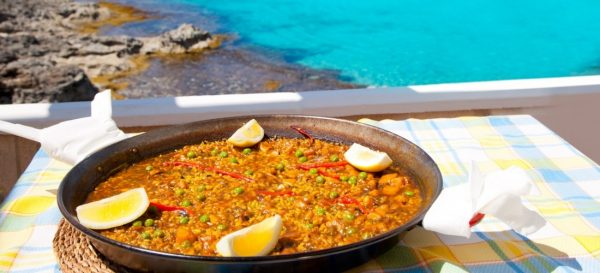 cibo-formentera-paella-mediterranean-rice-food-by-the-balearic-formentera-island-beach-photo-illustration-574-c028_Fotor